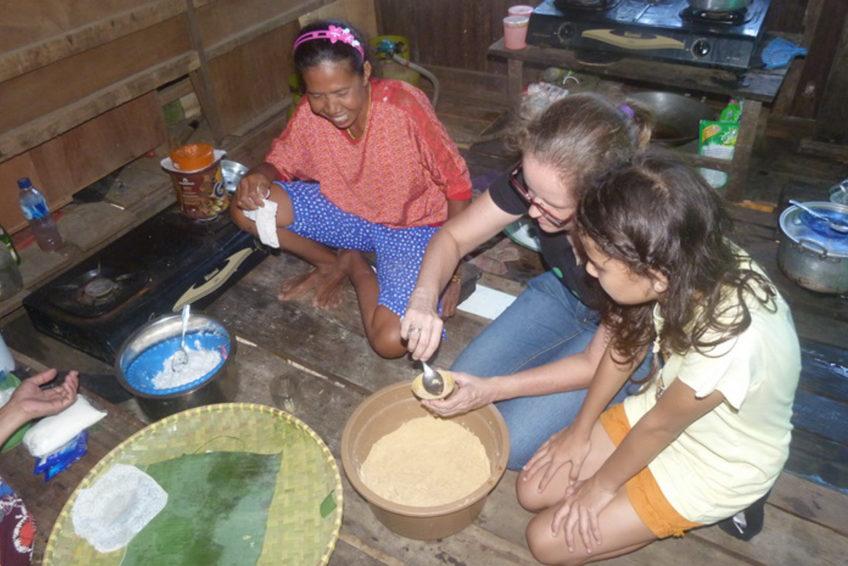 Fairaway-rundreise-sueden-sulawesi-08-Makassar culinaire excursie meehelpen