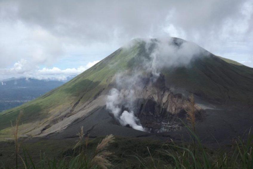 Lokon_volcano_4