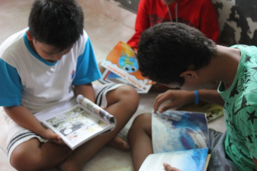 Mobile-Eco-Library-around-several-orphanages-Bali