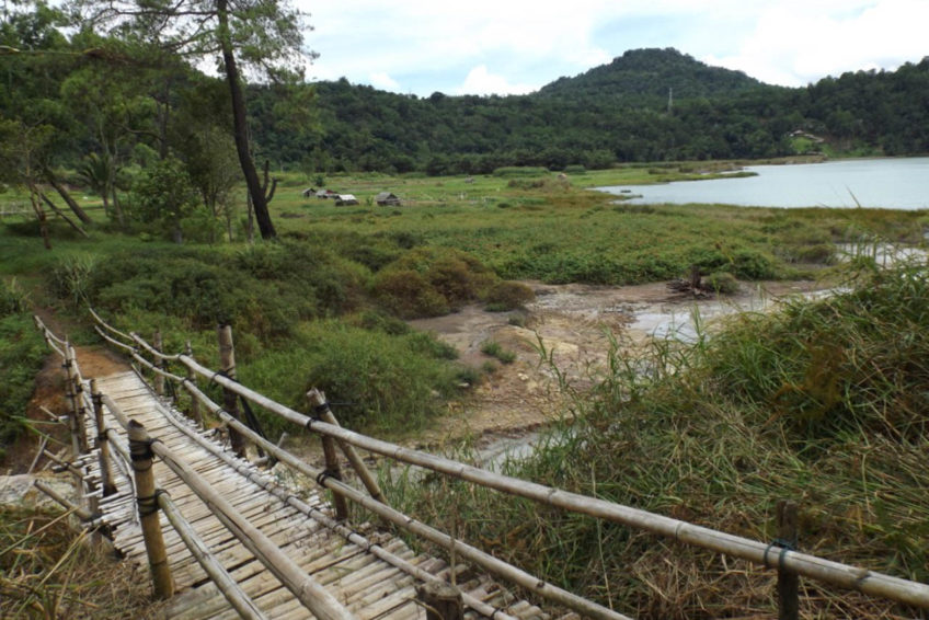 3-seen-tour-tomohon-7-Lake_linow_bridge