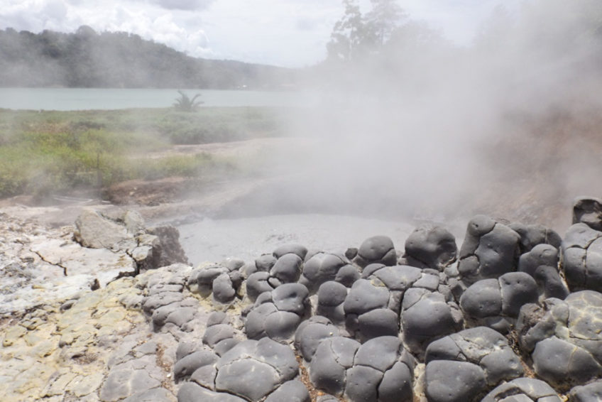 3-seen-tour-tomohon-8-Lake_linow_mud_volcano
