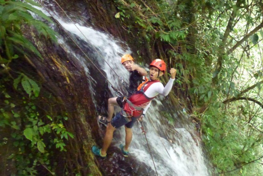 abseilen-urwaldwasserfall-minahasa-nord-sulawesi-1