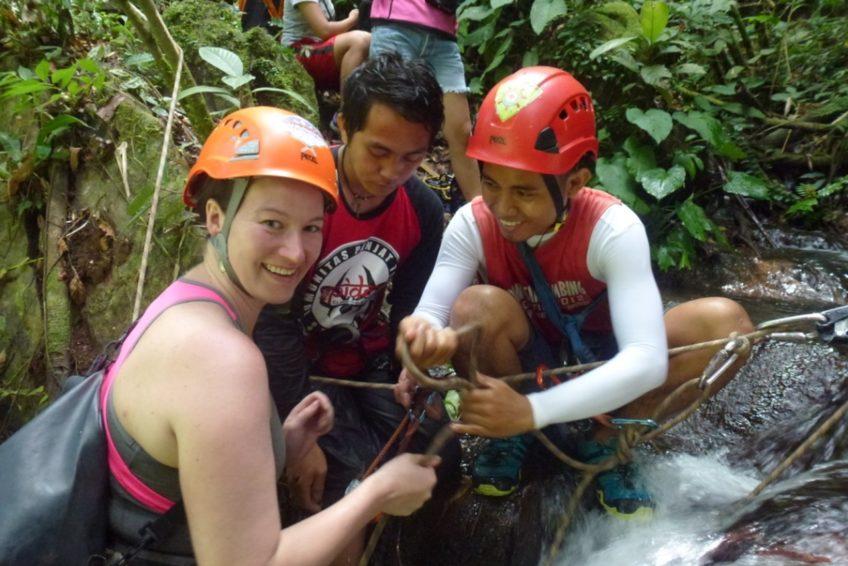 abseilen-urwaldwasserfall-minahasa-nord-sulawesi-2