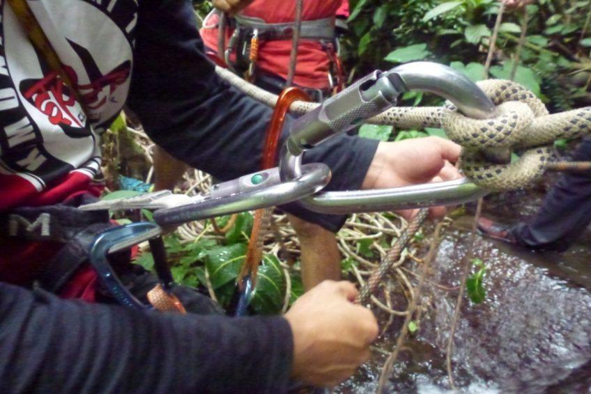 abseilen-urwaldwasserfall-minahasa-nord-sulawesi-3