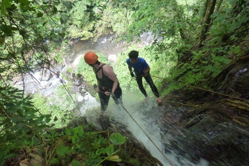 abseilen-urwaldwasserfall-minahasa-nord-sulawesi-4