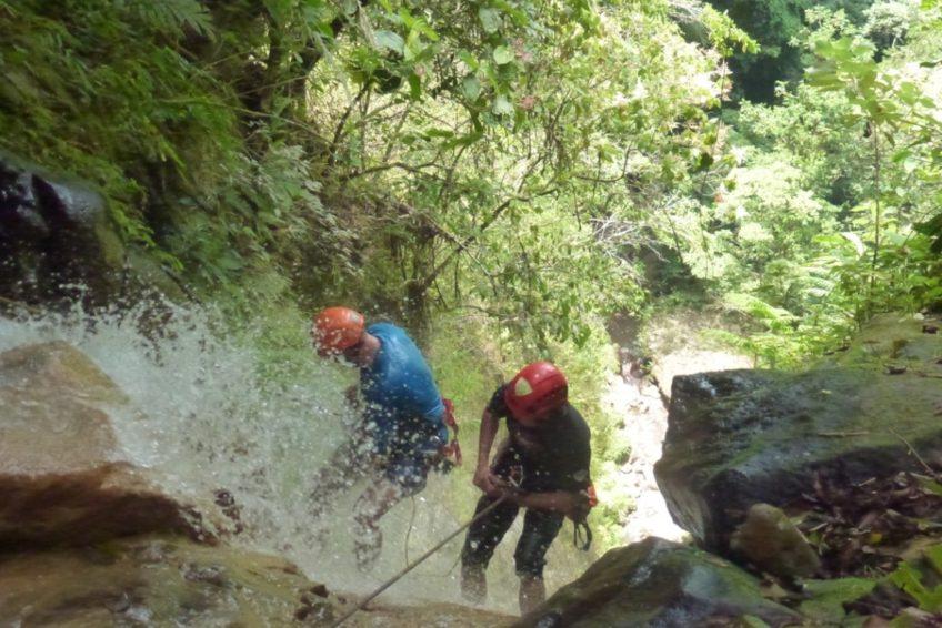 abseilen-urwaldwasserfall-minahasa-nord-sulawesi-6