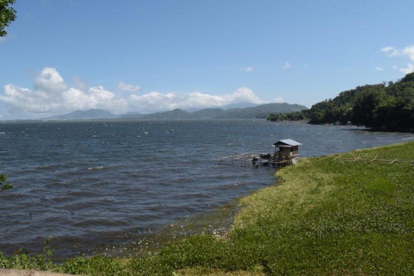 Minahasa Tour-Tondano_lake_1