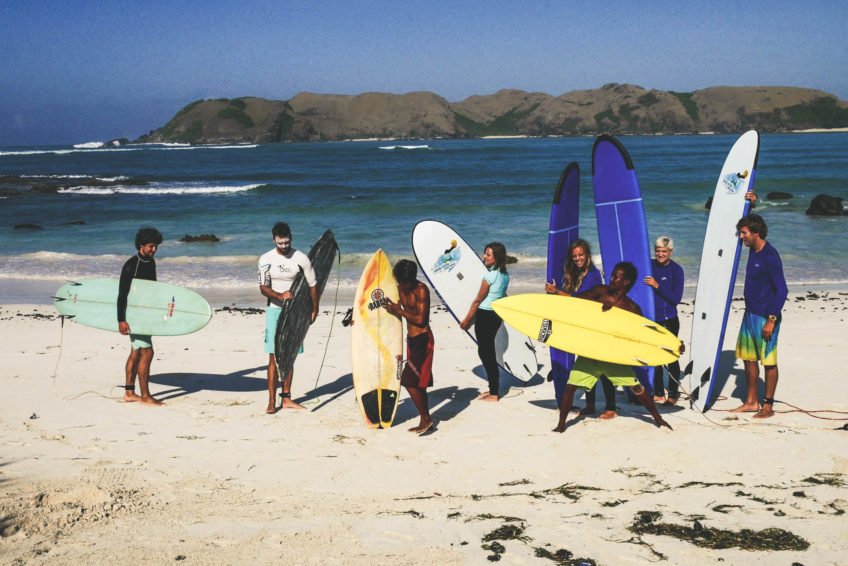 kura-kura-surfcamp-kuta-lombok-group