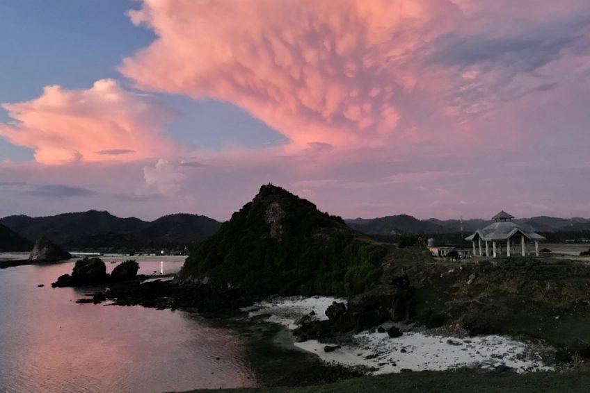 kura-kura-surfcamp-kuta-lombok-sunset