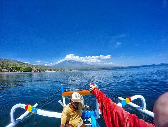 white-sand-divers-boat-diving-jemeluk