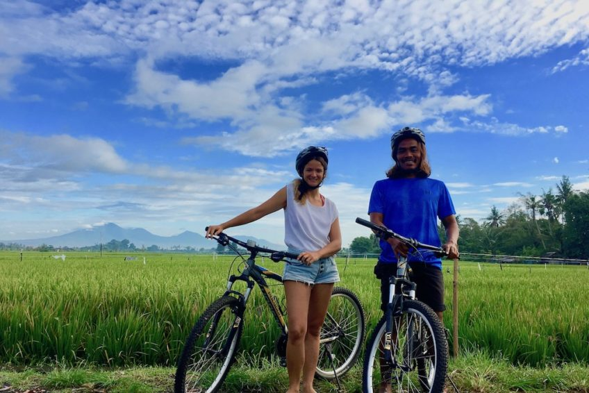 canggu-biking-bali-outdoor-guests