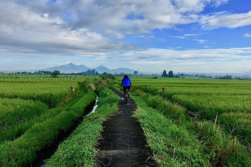 canggu-biking-bali-outdoor-mountains