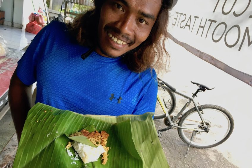 canggu-biking-bali-outdoor-snack