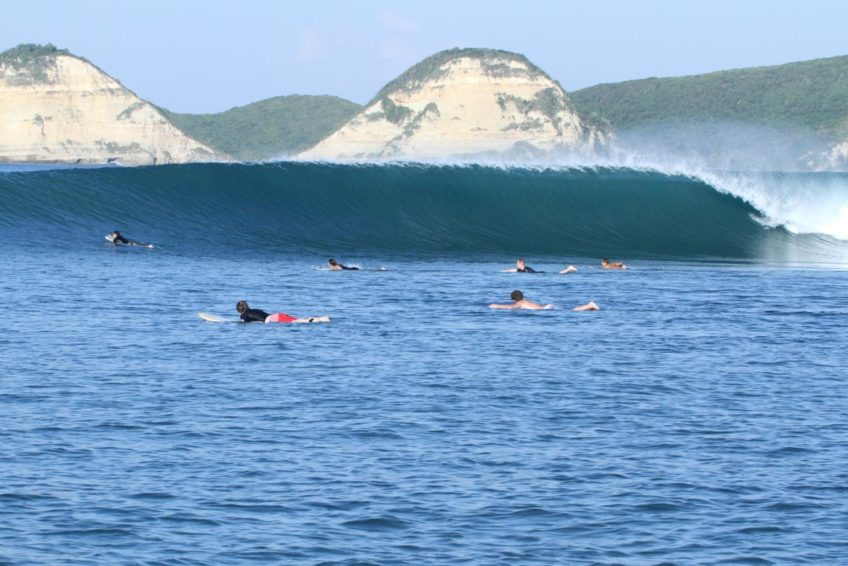 drop-in-surf-lodge-camp-17