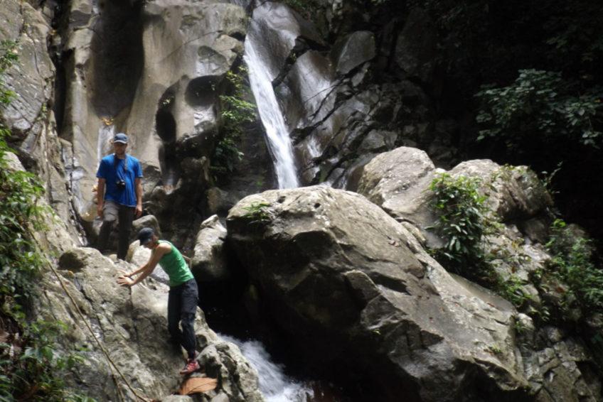 bogani-nani-wartabone-nationalpark-BNW-Tumpah_Wasserfall