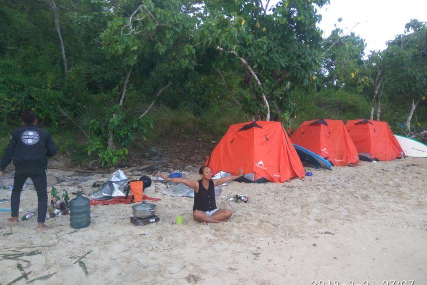 orange-flores-tour-camping