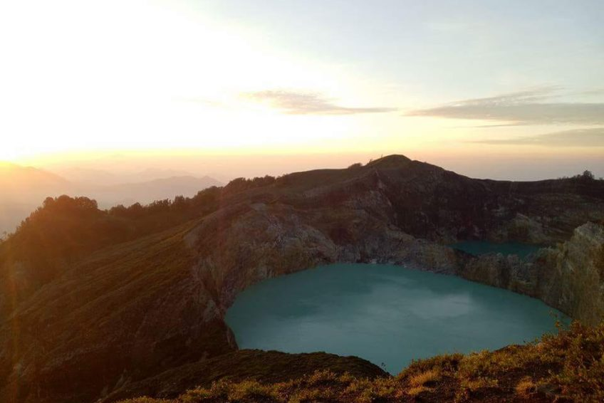 orange-flores-tour-kelimutu-lake