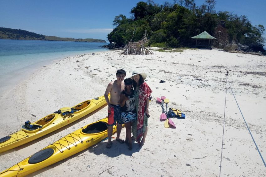 orange-flores-tour.kayak-beach