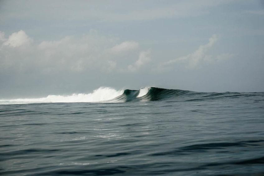 Sri Noa Noa Small Boat Surf No Crowds