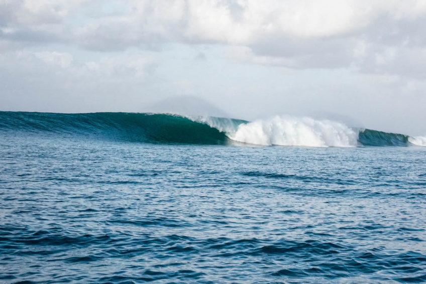 Sri Noa Noa Surf Boat Small Groups Empty Waves Cheap Trips